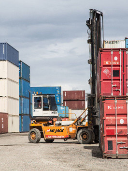 Shipping Container 20' loading.jpg