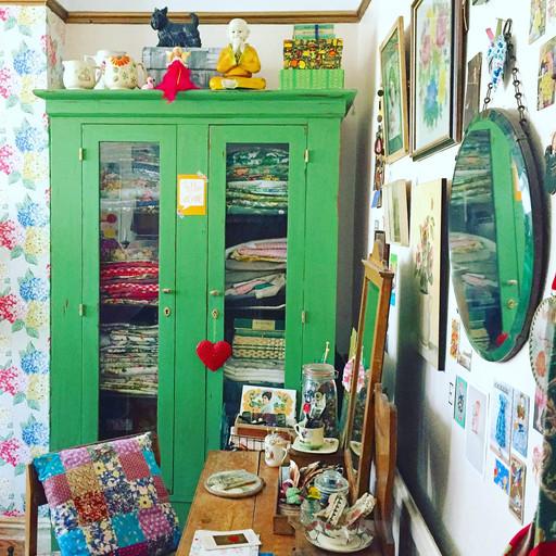 Barkcloth Addict & Vintage-Obsessive English Designer Lisa Piddington Shares Her Love of Thrifti