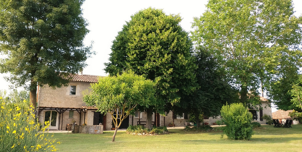 France Dordogne Eymet Cottages de Garrigue holiday accommodation garden