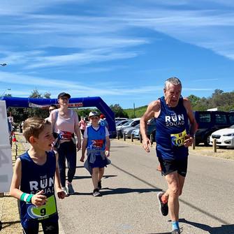Thomas pushes Paul across the finish line