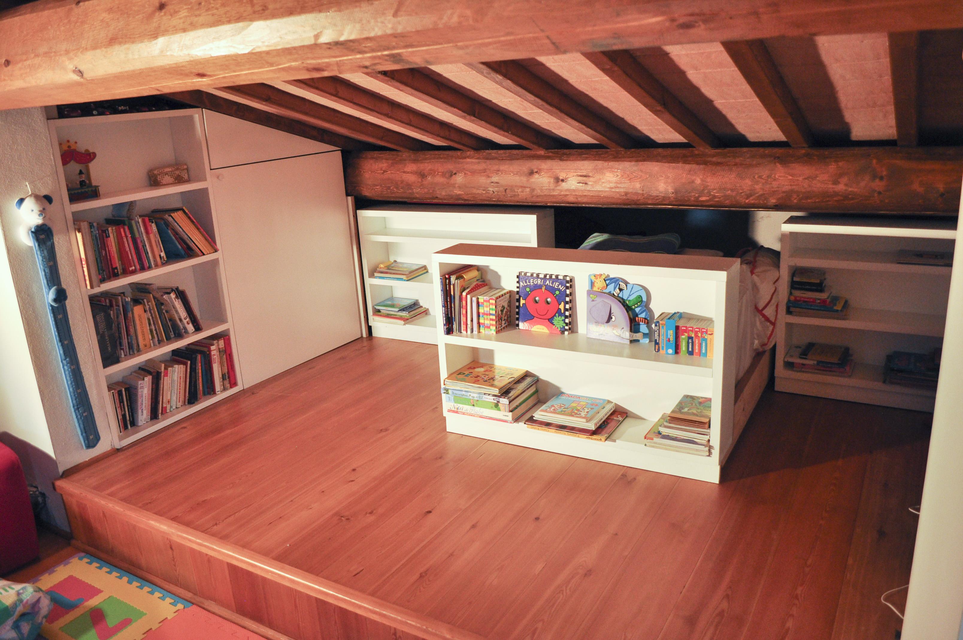 libreria scorrevole per sottotetto