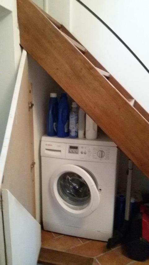 lavanderia sotto scala