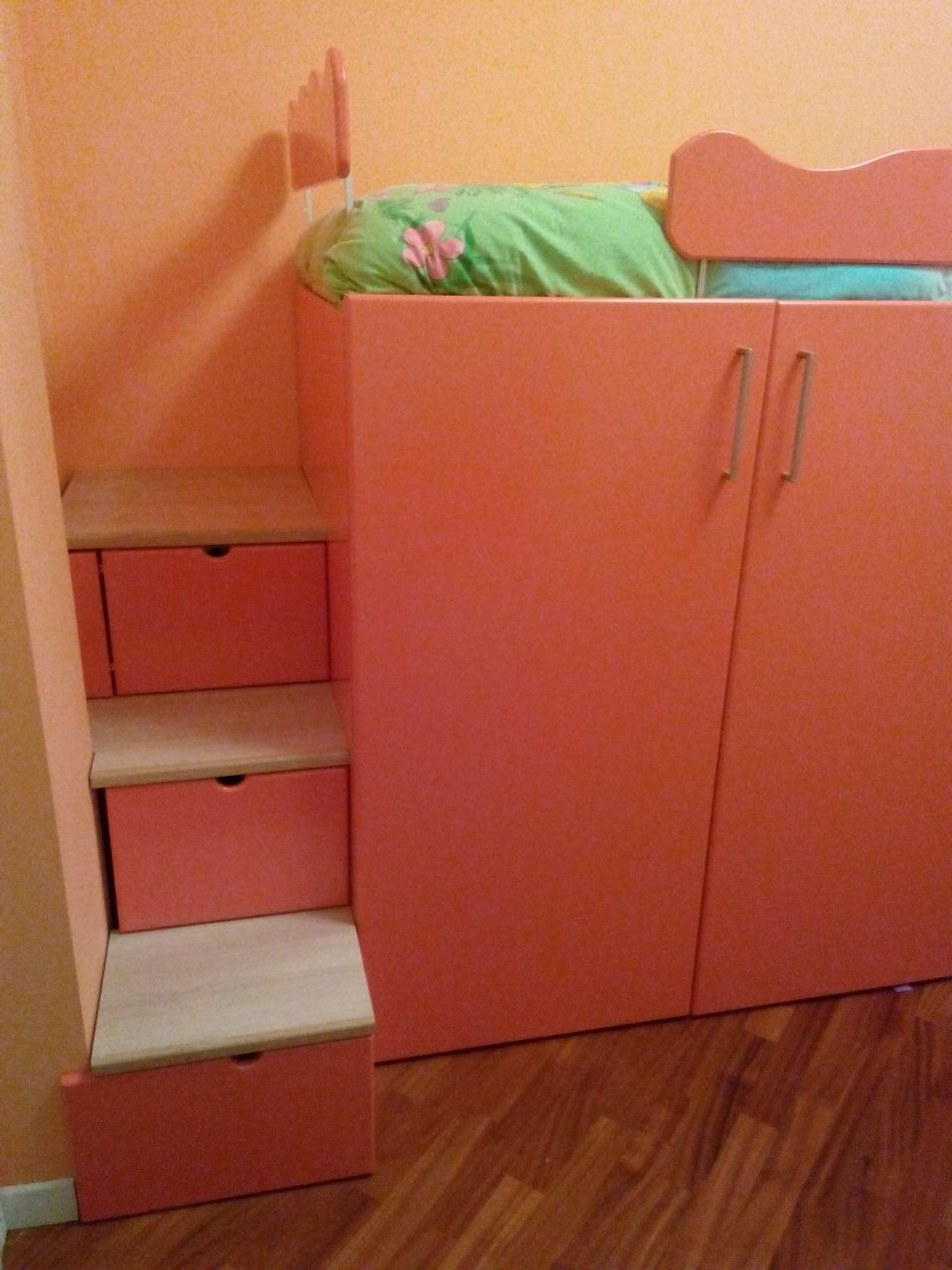scala con cassetti-contenitore