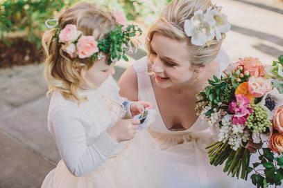 uqBright spring wedding bouet and flower crown