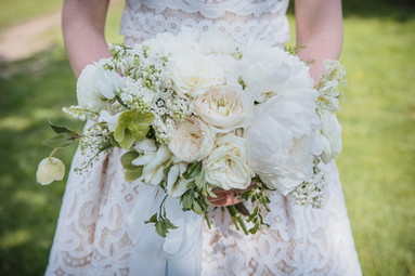 White and green garden-style bouquet
