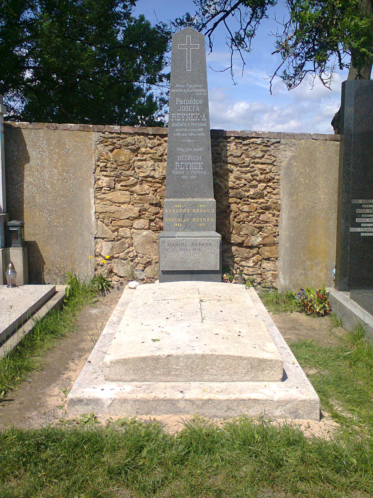 Opravený hrob