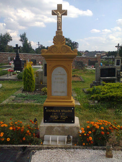 Pomník s křížem