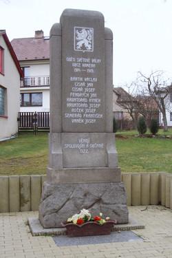 Pomník v obci Kámen