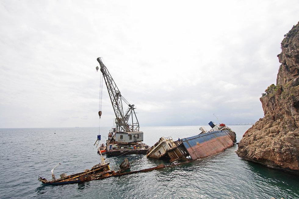 ship-2644455.jpg