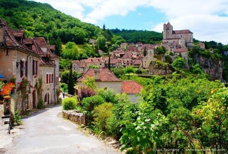 st Cirq Lapopie, un des plus beau villages de france et village préféré des français