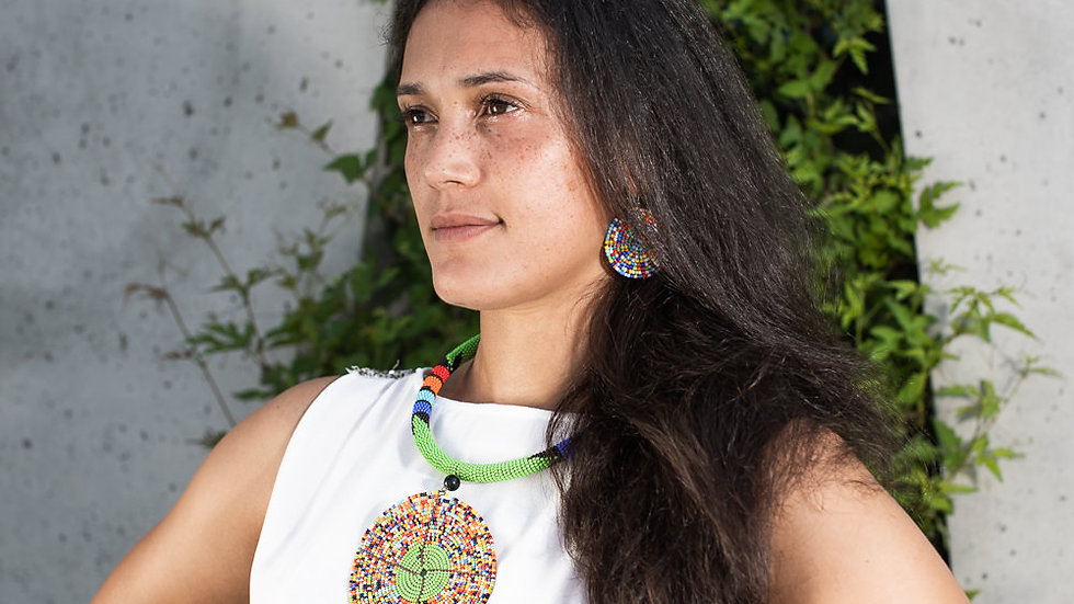 Necklace with a rondelle in Maasai colors and earrings