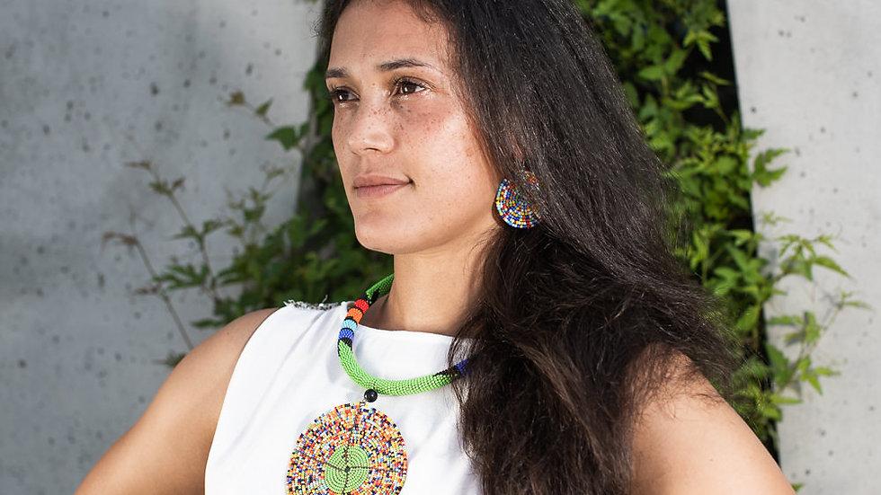 Collier avec une rondelle aux couleurs des Massai et boucles d'oreilles