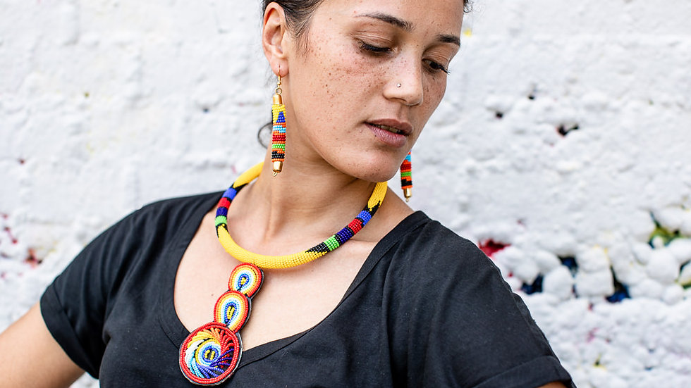 Necklace with three drops rainbow pattern