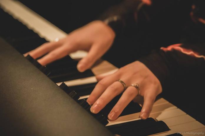 Optreden Jikker en Esmee Piano (1).jpg