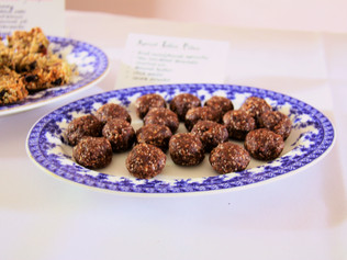 Apricot toffee balls
