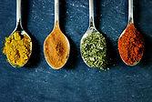 épices sur cuillère