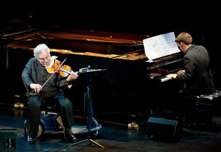 Live%20with%20violinist%20Itzhak%20Perlm