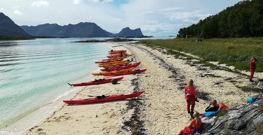 Kayakers on Færeøya panorama.jpg
