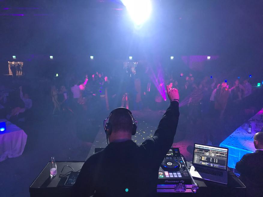 DJ Marius på scenen