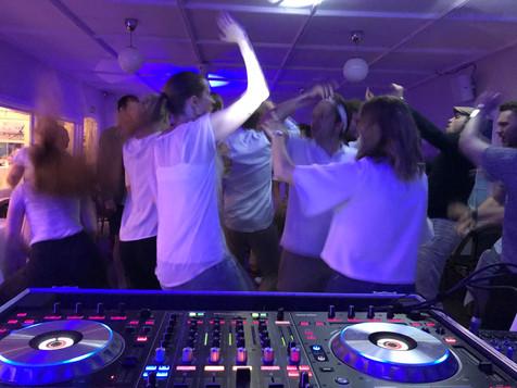 Alltid party med våre DJs
