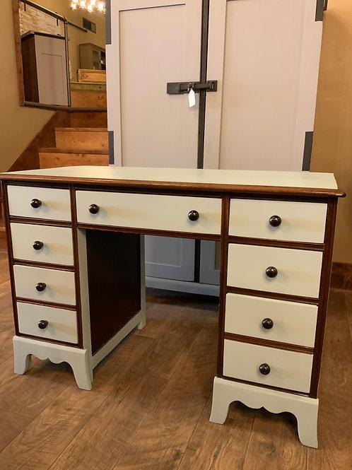 7 Drawer Oak Desk D-115