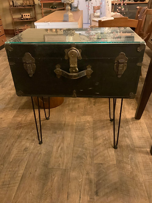 Entry Accent Table & Trunk T-134