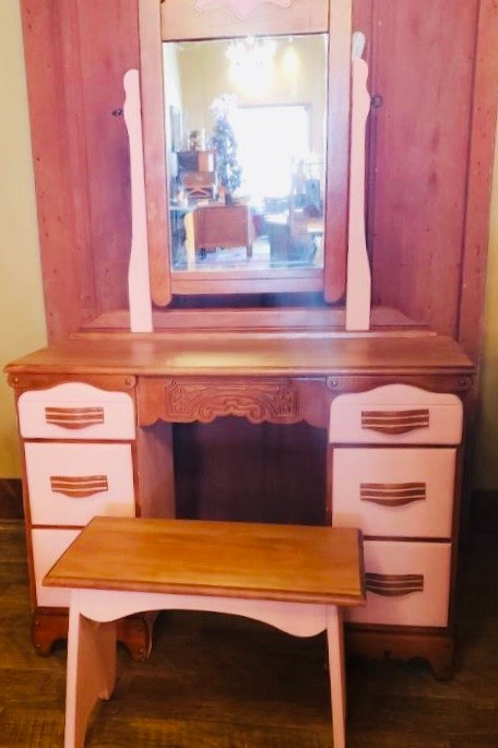 Girls Desk with Matching Bench (d109)