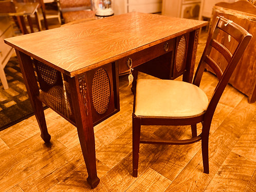 Library Table with Quarter Sawn Oak and Chair (d101)