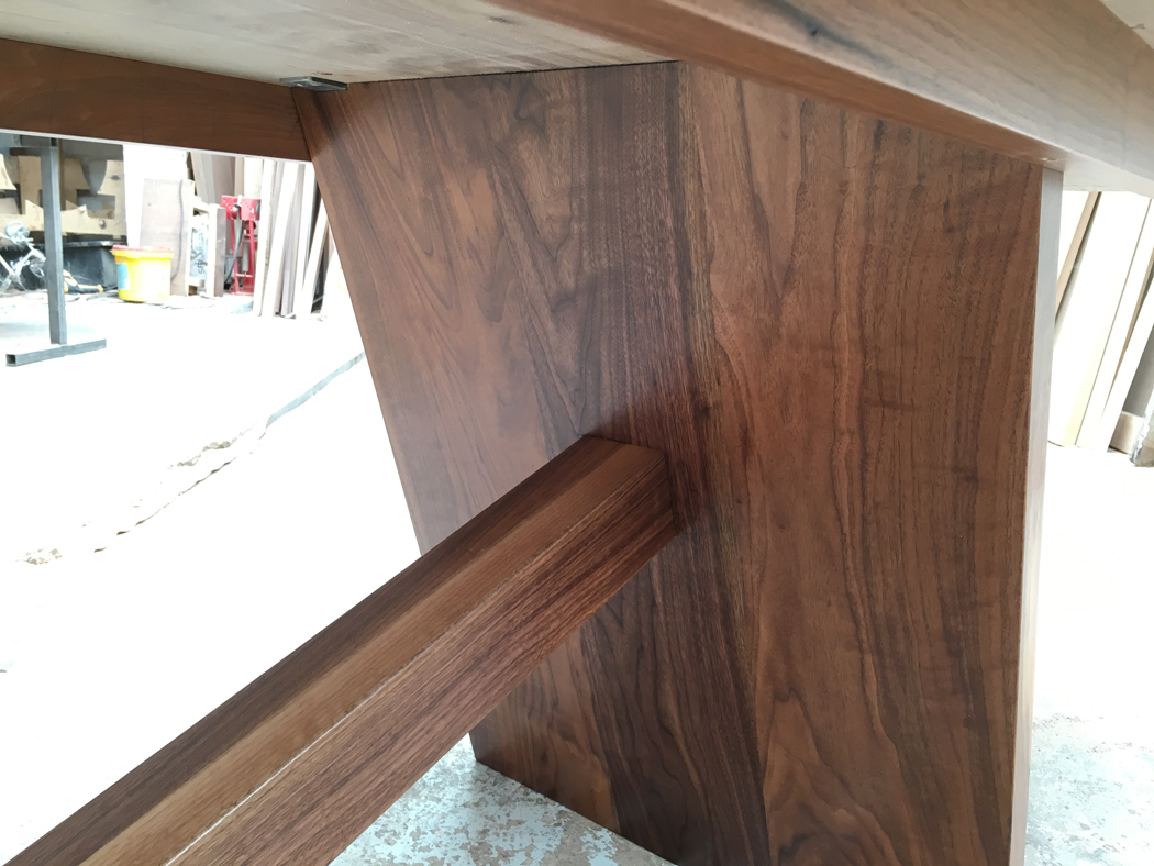 tafel massief walnoot hout