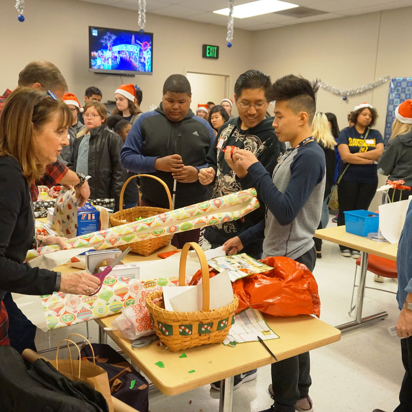 Lions Holiday Shopping Spree 12-4-16 (75)