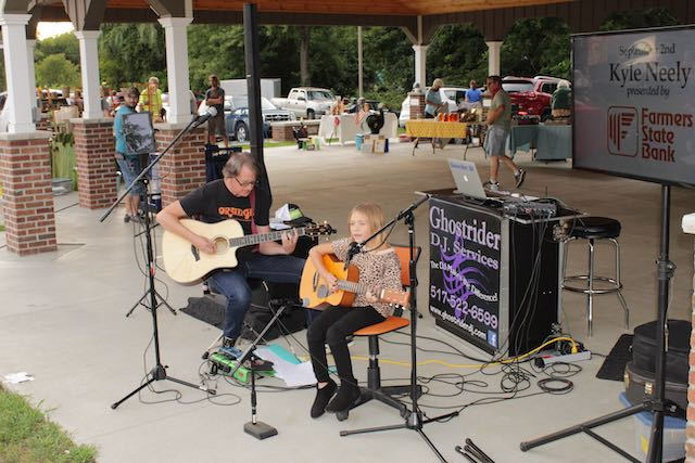 Farmers Market / Music in the Park - Kyle Neely
