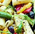 Italiensk pastasallad med rucolla, mozar
