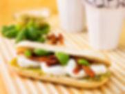 Franska brie, salami, pesto, soltorkade