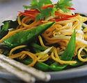 Wokade_äggnudlar_med_färska_grönsaker.jp