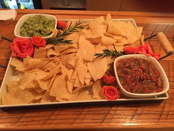 27_19-Sala, Chips, Guacamole.jpg