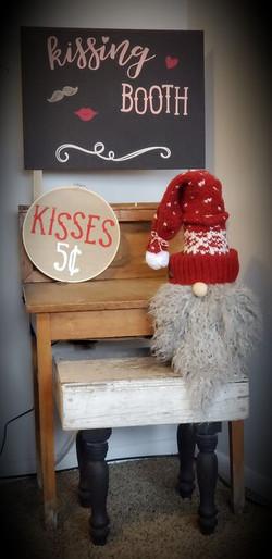 Gnome Kisses