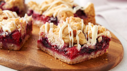Berry Crumble Cookie Bars