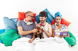 6th Season Photo In Bed with  John, Noah