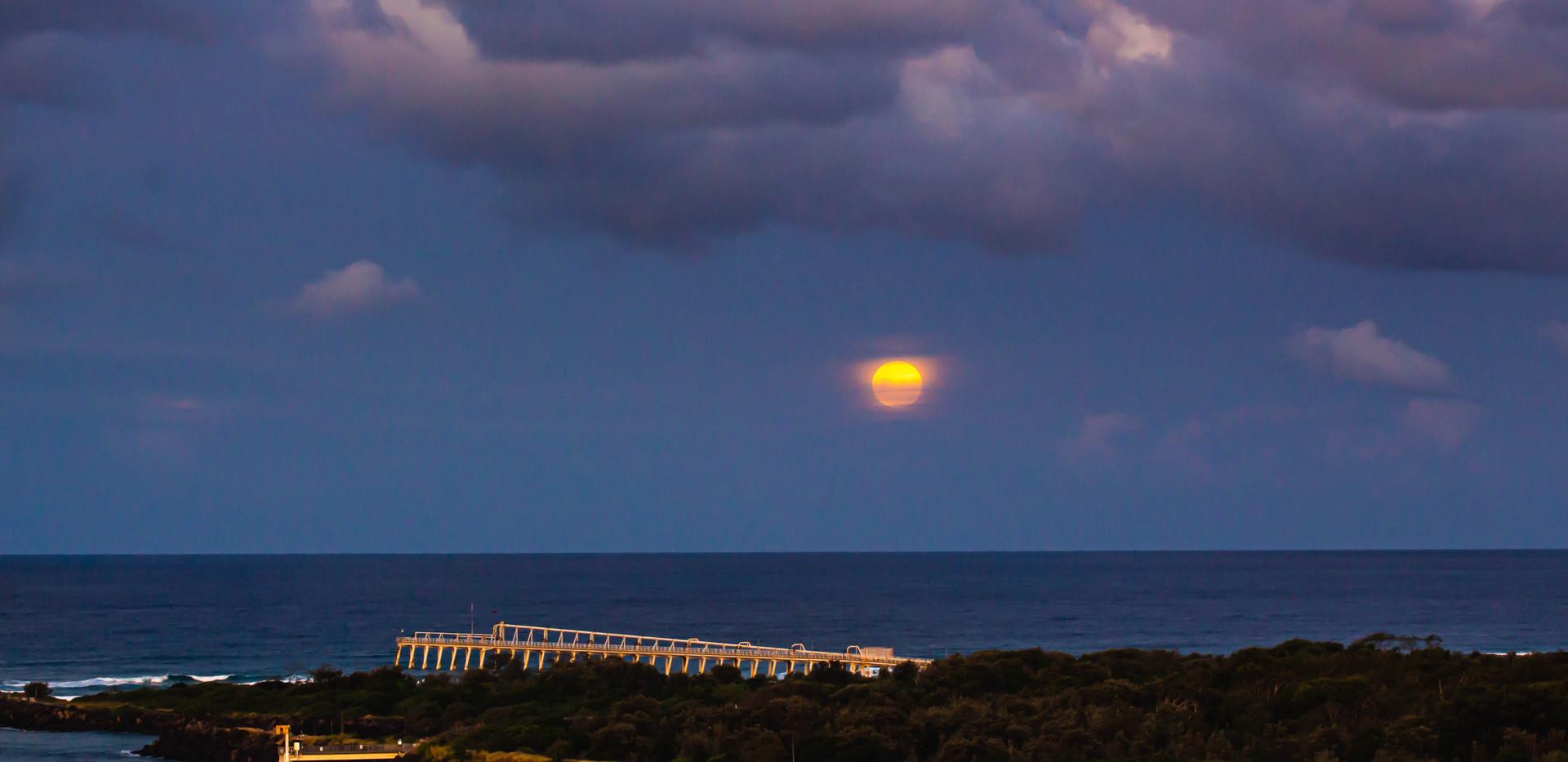 Sunning moon rising