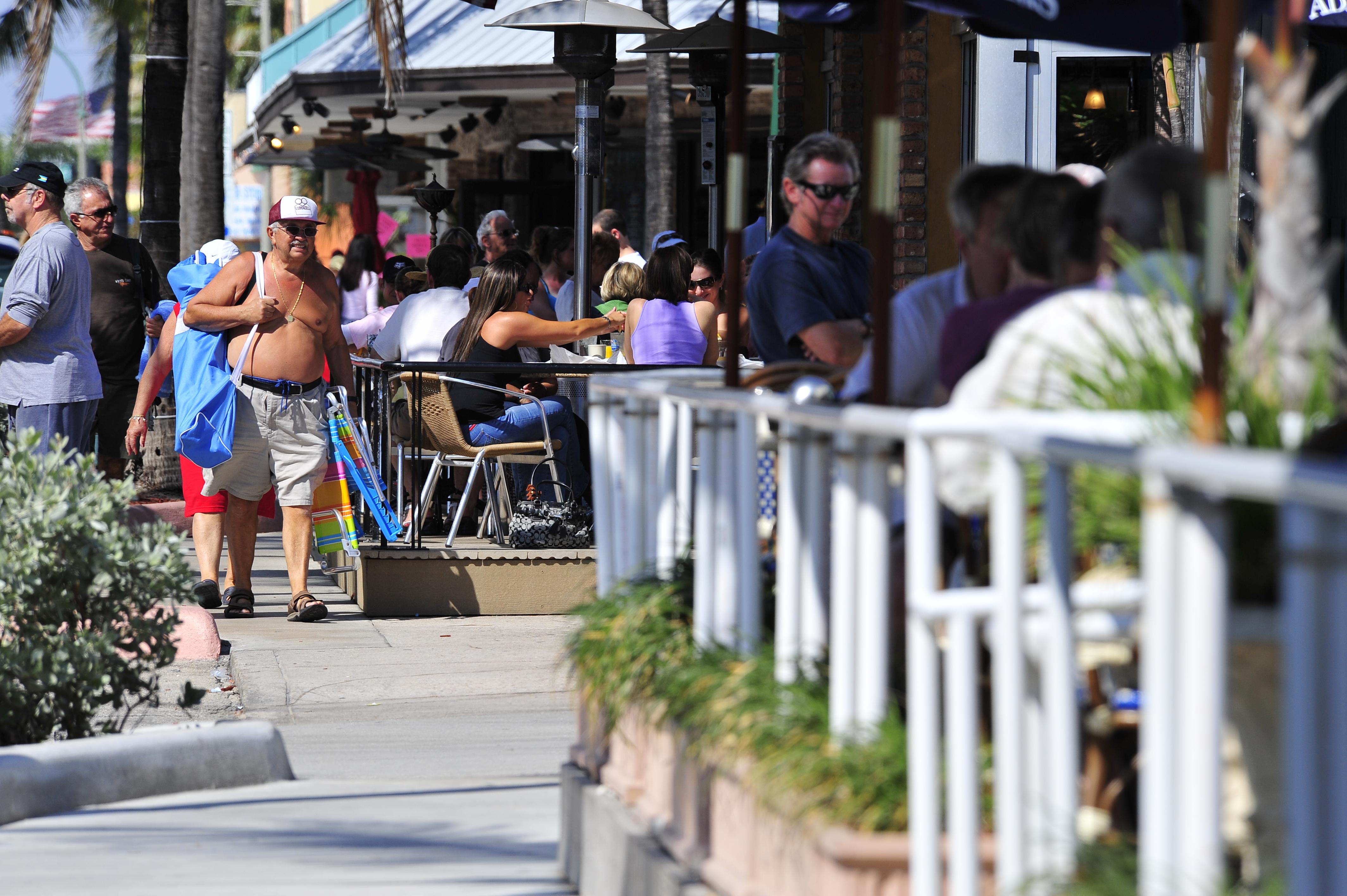 Diners & beachgoers
