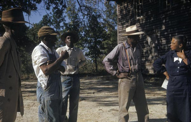 Tuskegee-syphilis-study_subjects-talking-to-nurse-eunice-rivers.jpg