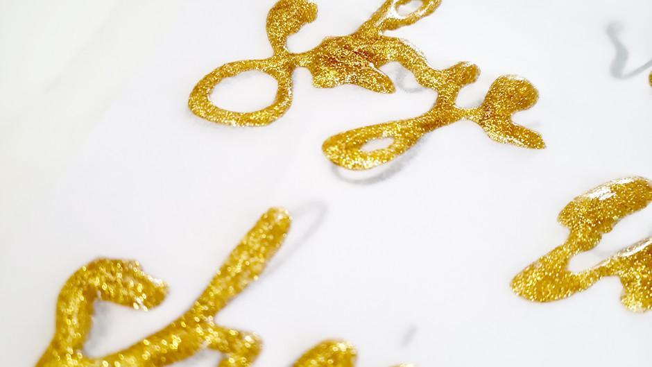 Make sparkly glitter glue art! Stunning easy DIY place card ideas!