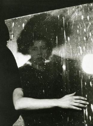 1953 Emila Medkovai