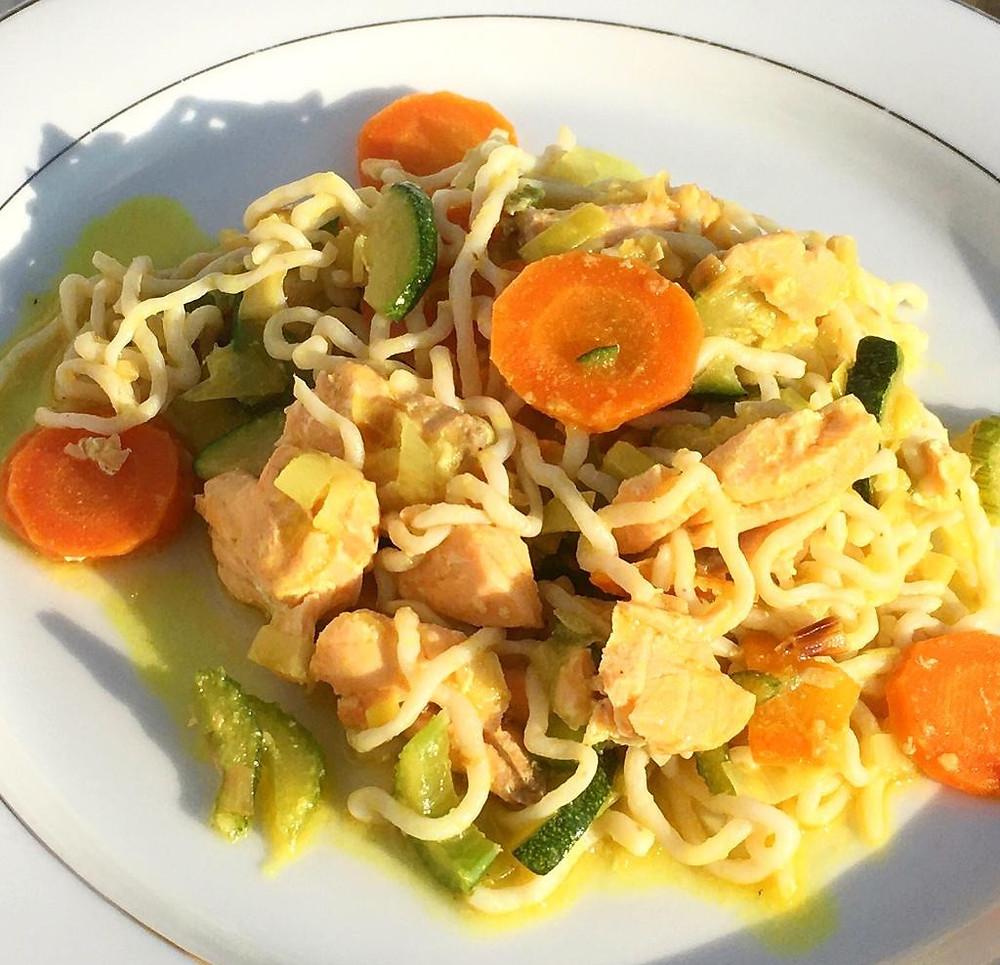 Lachs-Curry mit Konjaknudeln (grün)