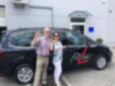 Karin und Bernhard mit Fitline-Auto Sharan.jpg