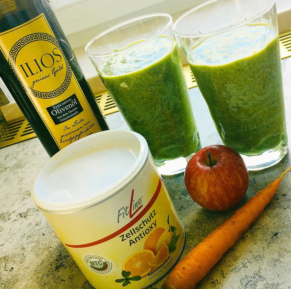 Smoothie mit Karottengrün, Karotte, Apfel, Olivenöl und Zellschutz