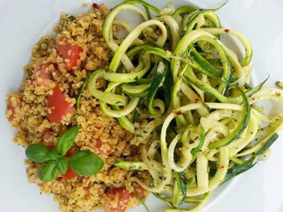 """Lupinenschrot alla """"Spaghetti aglio e olio""""  (weiße und gruene Tage)"""