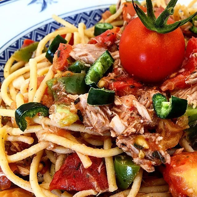 Thunfisch-Tomatensauce mit Lupinennudeln