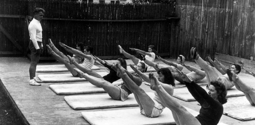 Joseph em uma aula de Pilates - Blog Pilates Ponto Norte