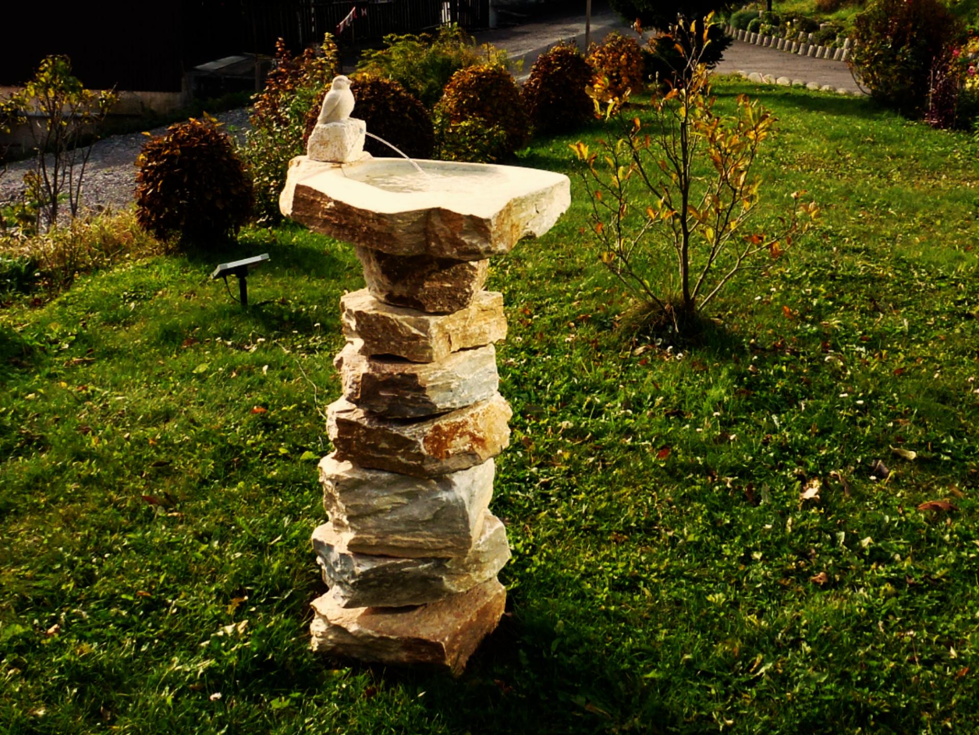 Fontaine à oiseau